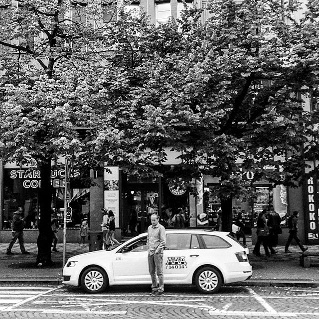 Taxi, Please!! #Europe #RoadTrip #Travel #Photographers #Praga #Checos #LU #LetsExplore #NG #BN #Taxi