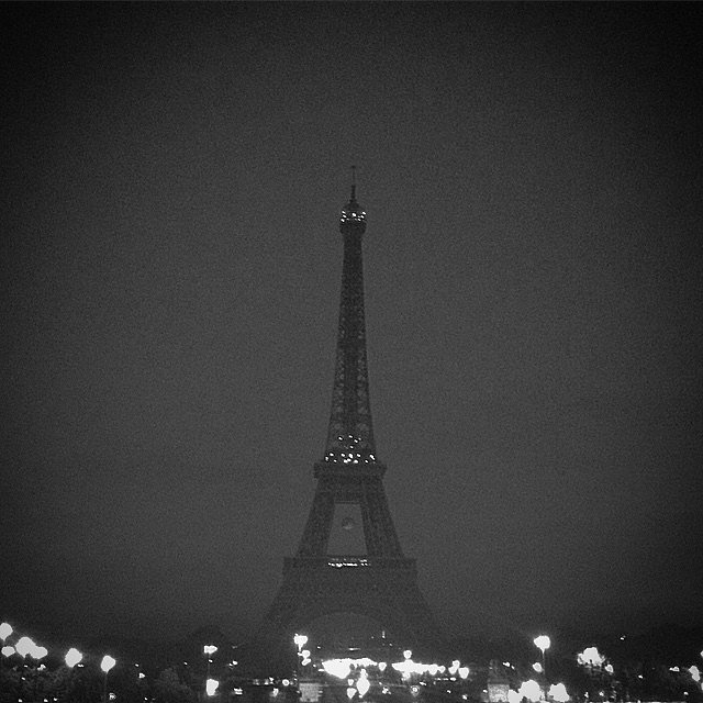 Bon nuit. #Paris #urban #street #HoneyMoon #L&U #BN
