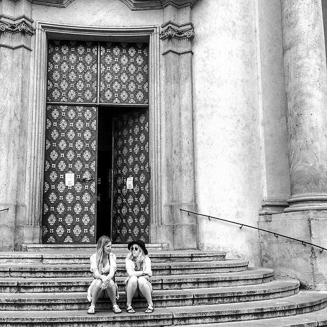 Friends!! ( kamarád ) #Europe #RoadTrip #Travel #Photographers #Praga #Checos #LU #LetsExplore #NG #BN